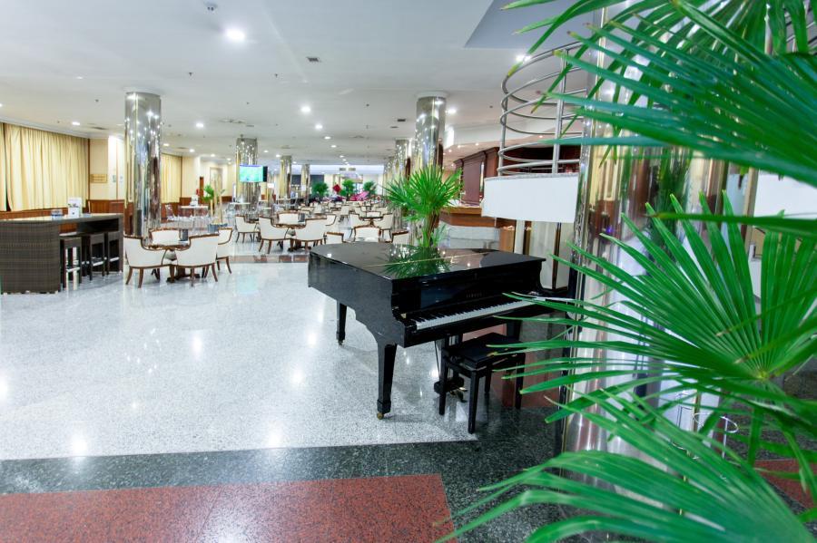 136406-cafeteria-lobby-bar